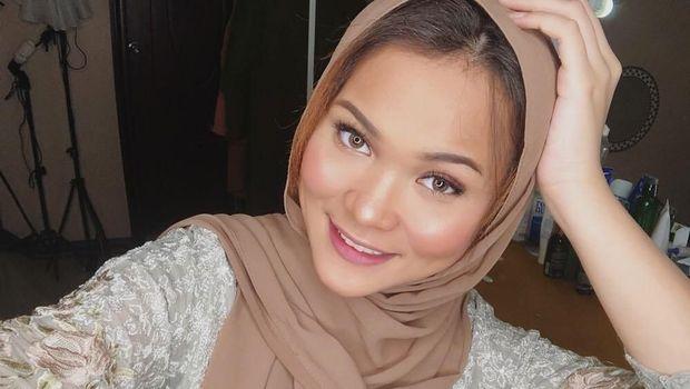 Gaya Hijab Jipon Dinda Shafay