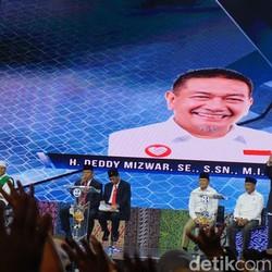 Debat Cagub Jabar, Deddy Mizwar Tuntaskan Pantun Ikan Tongkol