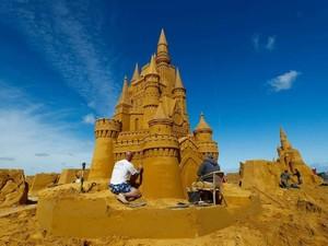 Istana Patung Pasir Disney hingga Star Wars Hiasi Pantai Belgia