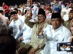 Acungkan 3 Jari, Prabowo Hadir di Arena Debat Cagub Jabar