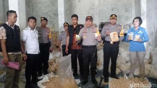Industri Mi Instan Digerebek Polisi karena Pakai Bahan Expired