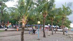Dari Makassar, Berpasir Hitam Namun Sunsetnya Ciamik
