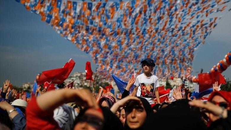 Foto: Suasana Meriah Jalanan Istanbul Jelang Pilpres Turki Besok