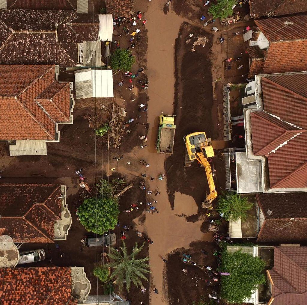 Kerusakan Akibat Banjir Bandang Banyuwangi Dilihat dari Atas