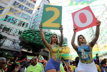 Rupa Bahagia Suporter Brasil Kalahkan Kosta Rika