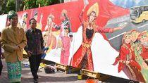 Jokowi Tutup Kunjungan Kerja di Bali dengan Pawai Kesenian