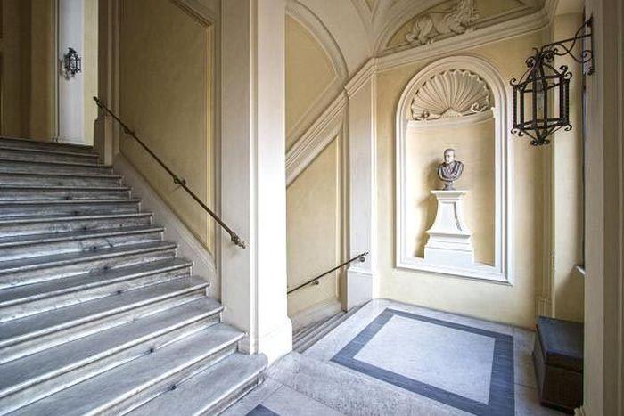 Terletak di jantung kota Roma, mega-mansion Renaissance Italia abad ke-16 ini bernilai hampir US$ 44 dan siap dilelang menggunakan bitcoin. CNBC/Istimewa.