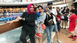 Sempat Dikabarkan Tak Akur, Rieta Amalia Liburan Bareng Amy Qanita