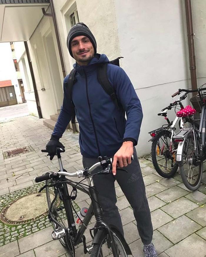 Ia juga doyan naik sepeda untuk bepergian jarak dekat. (Foto: instagram/aussenrist15)