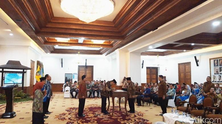Jabatan Tak Boleh Kosong, Pakdhe Karwo Lantik 3 Kepala Daerah