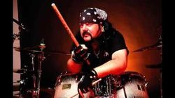 Mantan Drumer Pantera Meninggal Dunia