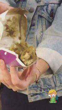 Katy Perry Dapat Kado <i>Chicken Nugget</i> dari Fans Indonesia, Reaksinya Kocak!