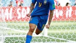 Philippe Coutinho jadi bintang kemenangan Brasil atas Kosta Rika di laga kedua Piala Dunia 2018. Namun yang lebih menarik perhatian adalah gigi putih Coutinho.
