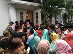 Warga Antre Hadiri Open House Anies di Rumah Dinas