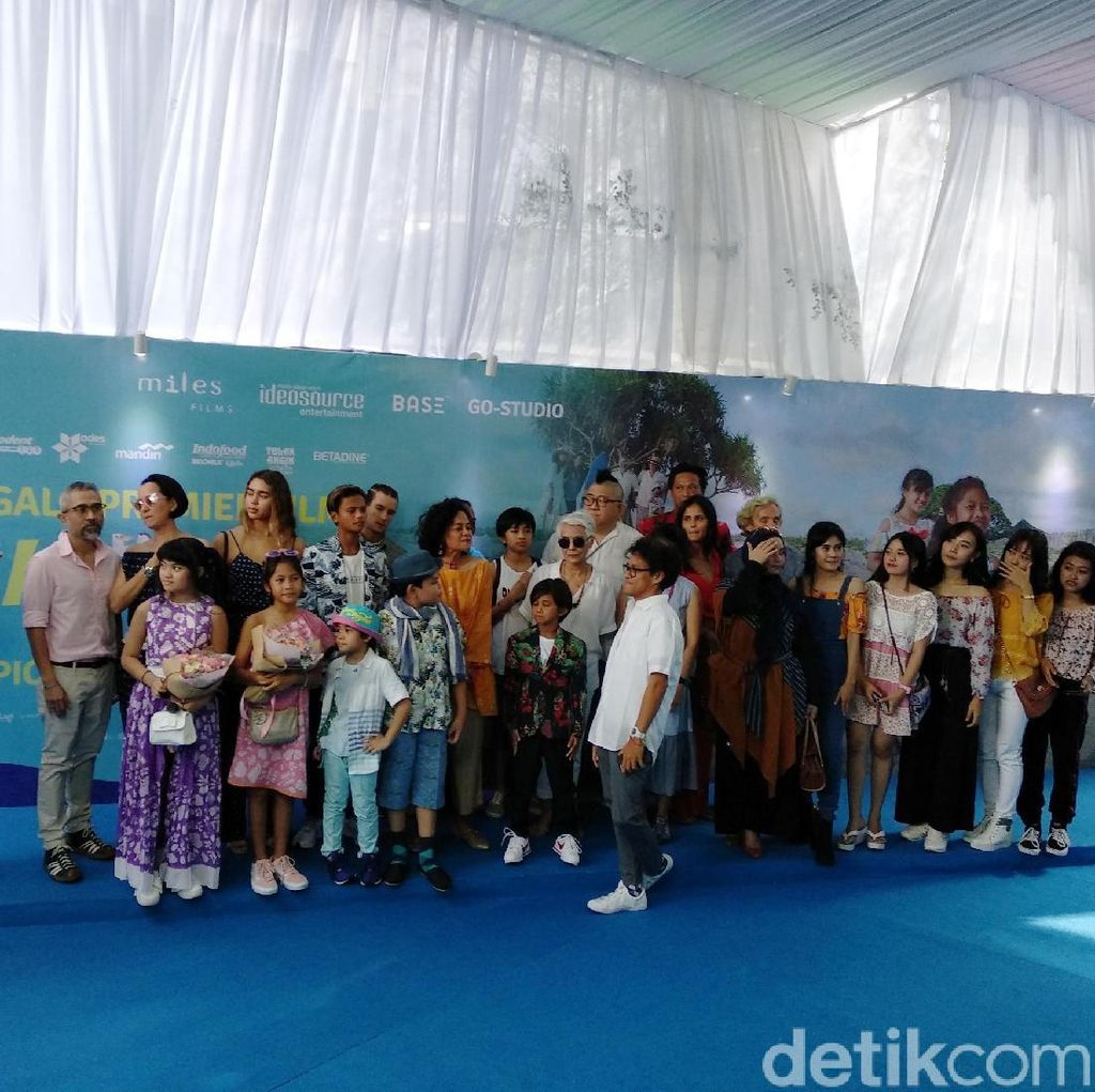 Suasana Pantai dan Blue Carpet di Gala Premiere Film Kulari ke Pantai