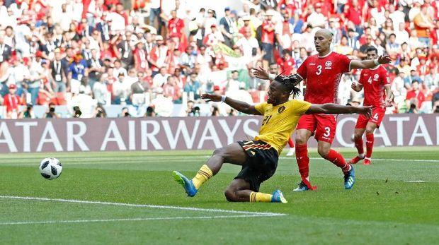 Michy Batshuayi ketika mencetak gol kelima Belgia.