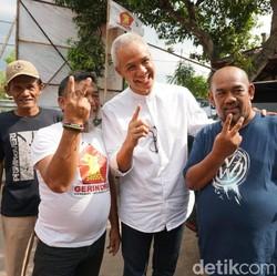Ganjar Kunjungi Rumah Keluarga Sudirman Said di Brebes