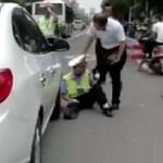 Demi Dapat Uang, Polisi di China Tabrakkan Diri ke Mobil