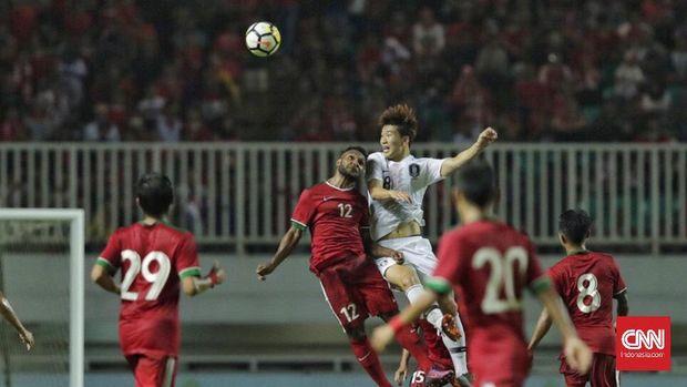Timnas Indonesia U-23 saat menghadapi Korea Selatan pada laga uji coba sebelum Asian Games 2018. (