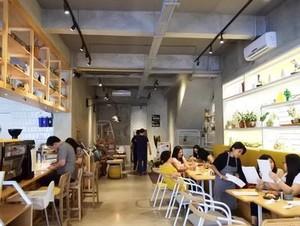 Di 5 Tempat Ini Bisa Makan Enak Plus Rawat Diri di Salon