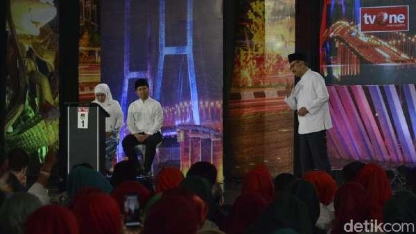 Dipaksa Jawab Pakai Bahasa Jawa, Khofifah dan Gus Ipul Berlepotan