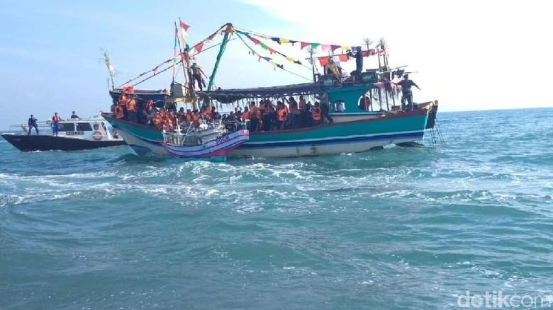 Tradisi Lomban atau sedekah laut di Jepara (Wikha Setiawan/detikTravel)