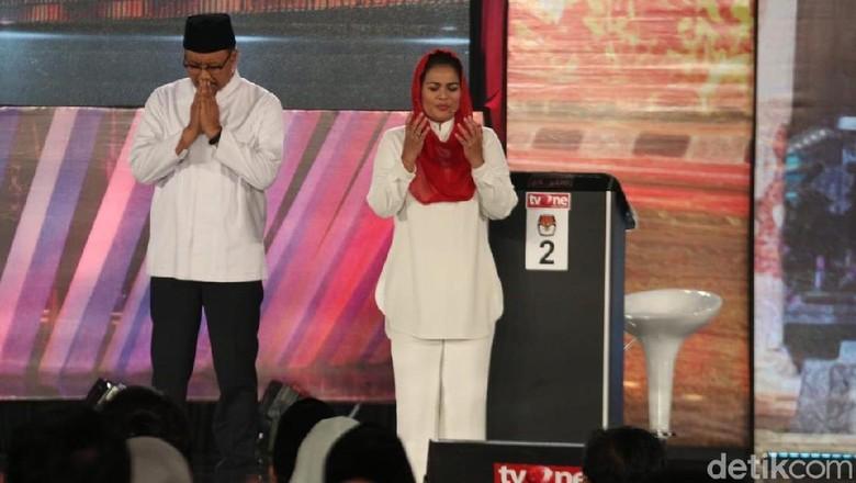 Akhiri Debat, Puti Berdoa dan Berjanji di Depan Lukisan Soekarno