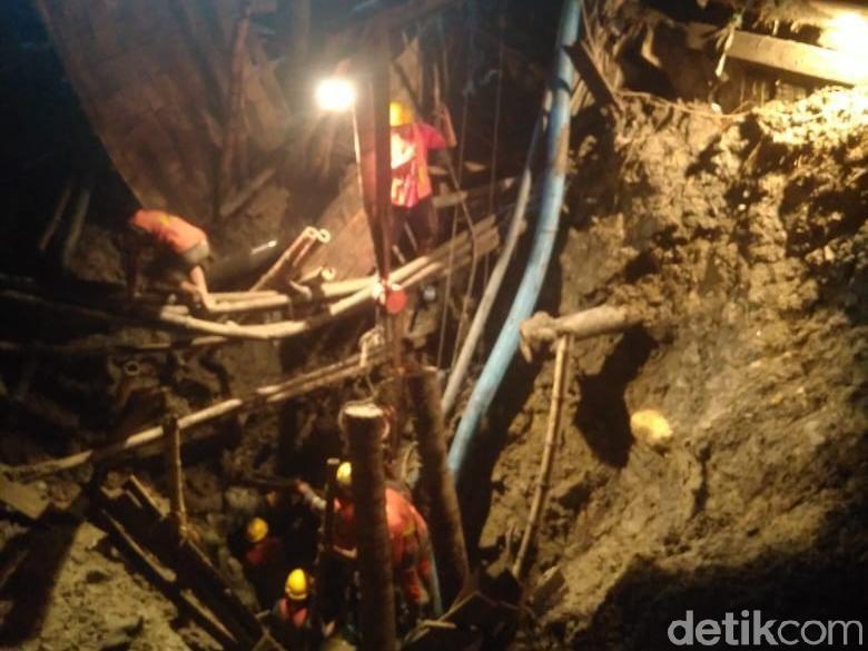 Perbaikan Pipa PDAM Bocor di Exit Tol Margomulyo Rampung