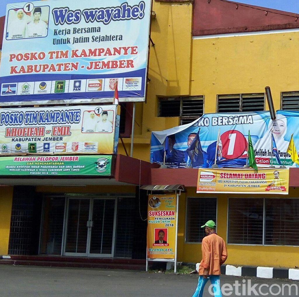 Panwaslu Janji Tertibkan Baliho Bergambar Jokowi di Posko Khofifah-Emil