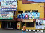 Baliho Bergambar Jokowi di Posko Pemenangan Khofifah-Emil Diprotes