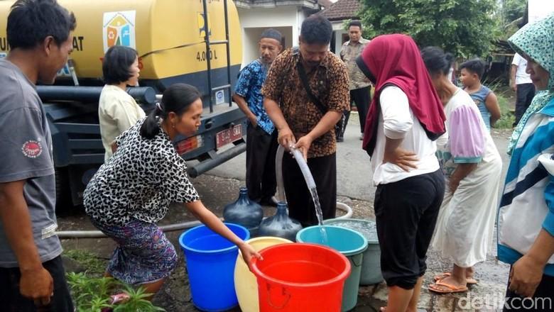 Korban Banjir Bandang di Banyuwangi Krisis Air Bersih