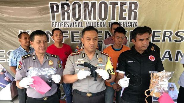Polisi Tembak 2 Penumpang Perampok Sopir Taksi Online