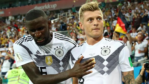 Toni Kroos sukses menebus kesalahannya di babak pertama dengan memberikan gol kemenangan untuk Jerman.