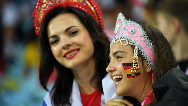Suporter Jerman hadir di Stadion Fisht untuk mendukung tim kesayangannya.