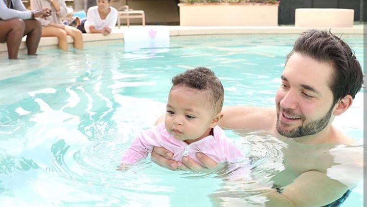 Suami Serena Williams Ini Benar-benar Sosok Ayah Super Perhatian