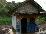 Diterjang Banjir Bandang, Musala Ini Tetap Berdiri Kokoh