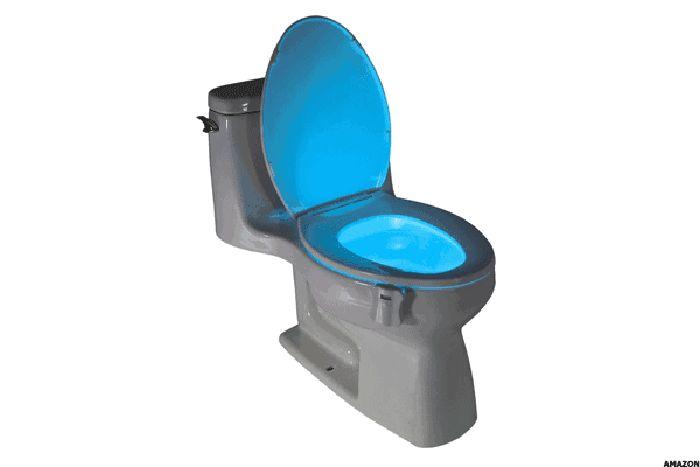 Lampu untuk Bagian Dalam Toilet. Alat ini dijual dengan harga US$ 9,22 atau Rp 129.080. Tak perlu mengulas lebih jauh, pertanyaannya, siapa yang akan ganti baterai-nya bila lampu di dalam toilet ini mati? Tak ada. Foto: Thestreet