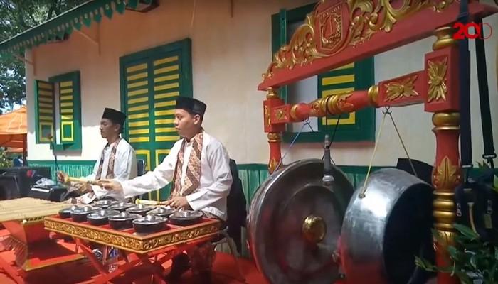 Kesenian Betawi turut meriahkan HUT DKI Jakarta ke-491 di Pasar Seni Ancol. Diantaranya ada kesenian Gambang Kromong dan Jawara Silat.