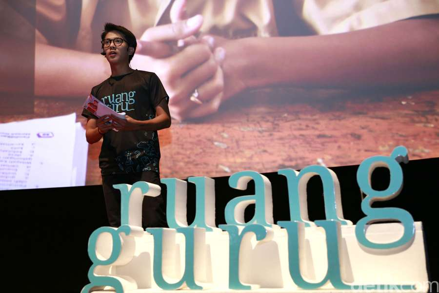 Lihat Foto Iqbaal Ramadhan Jadi Guru Bikin Mata Segar