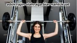 Otot kekar biasanya identik dengan pria, namun bukan berarti wanita tidak bisa memilikinya. Warganet menanggapi fenomena wanita kekar dengan meme lucu.