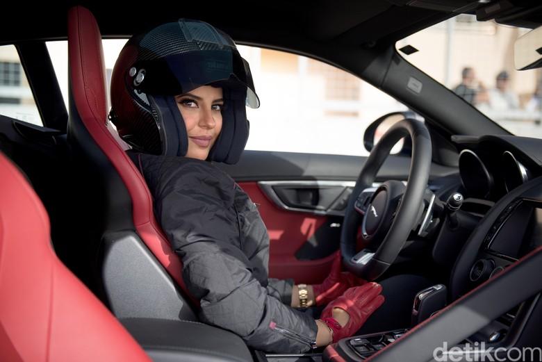 Wanita Pebalap Arab Saudi. Foto: Jaguar
