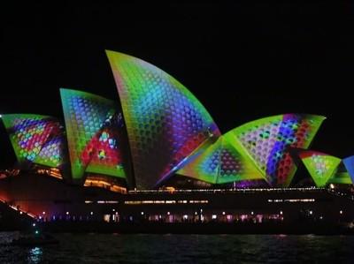 Ikon Australia yang Bermandikan Cahaya Setahun Sekali
