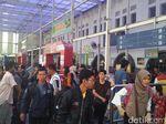 Suasana Kepadatan Pemudik Arus Balik di Stasiun Pasar Senen