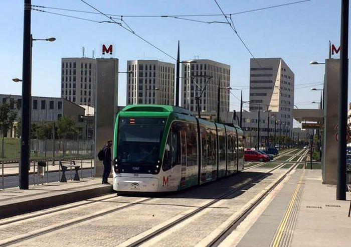 LRT Spanyol bernama Granada Metro dibangun sepanjang 15,9 km. Jalur konstruksi seluruhnya berada di atas tanah. Istimewa/mapa-metro.