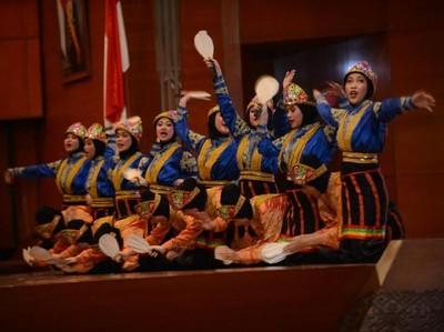 Misi Budaya, Al-Izhar Bawa 5 Tarian Indonesia ke Wales