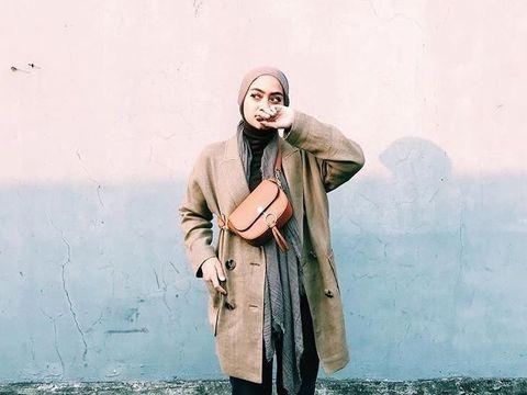 5 Ide Gaya Hijab Simpel untuk Traveling ala Ayudia Bing Slamet