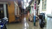 Banjir Hari Ini di DKI: 63 RT Tergenang-104 Jiwa Mengungsi