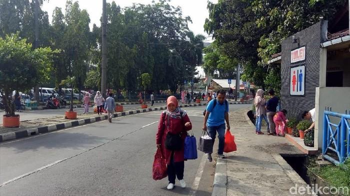 Suasana di Kampung Rambutan (Peti-detik)