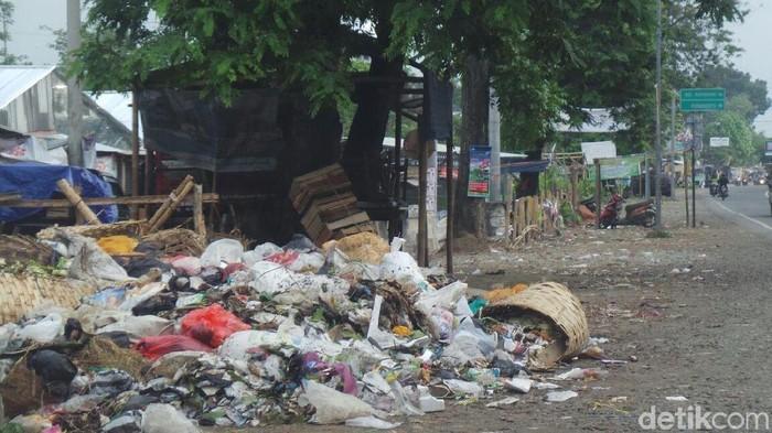 Timbunan sampah di Kabupaten Tegal. Foto: Imam Suripto/detikcom