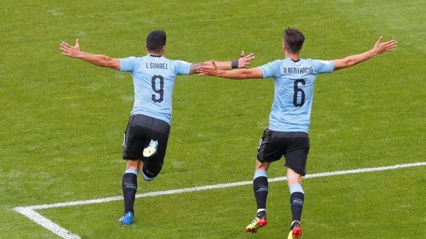 Timnas Uruguay lolos dari fase grup dengan torehan sempurna serta belum kebobolan.